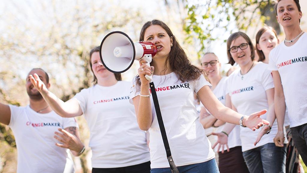 Vi känner oss hotade som aktivister för global rättvisa – Föreningen ... 81bed51ef4318