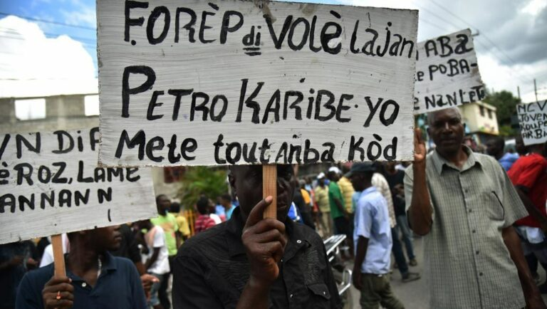 Demonstranter i Haiti