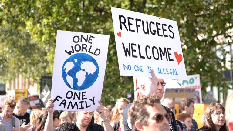 Manifestation to welcome refugees.